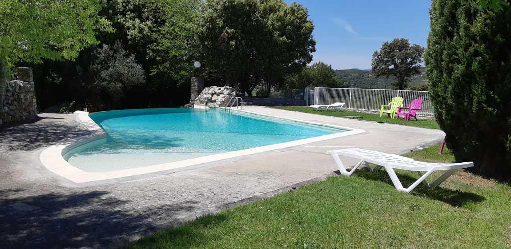la piscine du camping damais