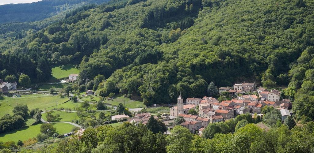 le sympathique hameau de prouilhe et ses sentiers de randonnée © Gustav Eckart
