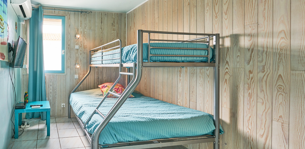 Buisson-6P-chambre-bleue ©-2019-Buisson-otfrontignan