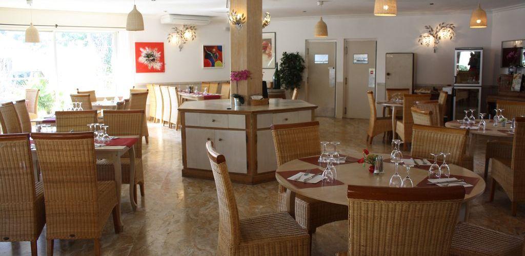 Salle de restaurant Carla Felden hostellerie St-Benoit
