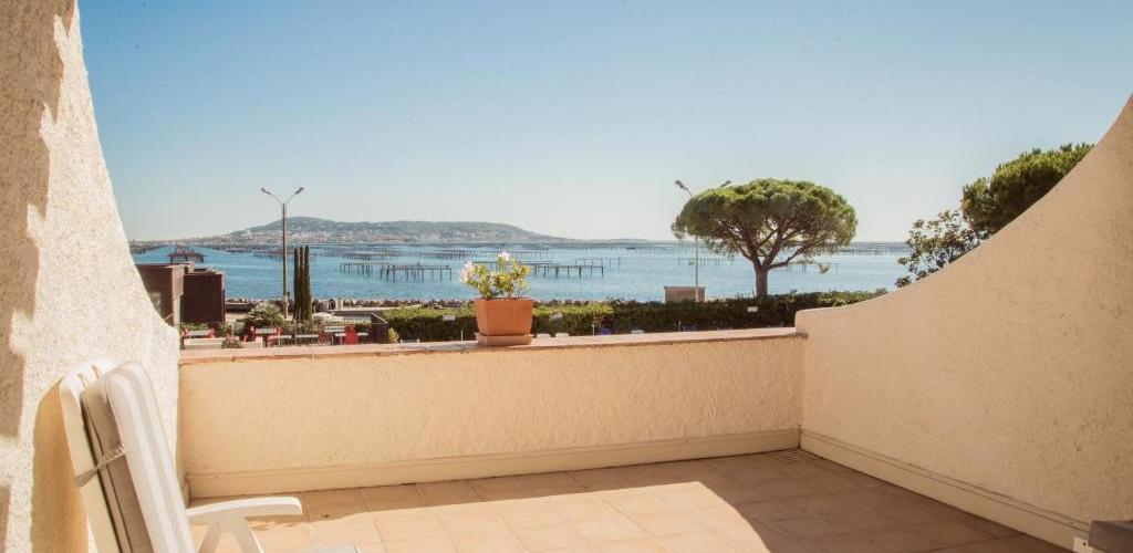 --Terrasse-Face-etang Motel La côte bleue