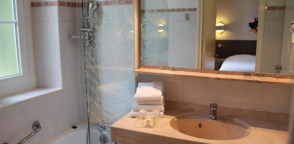 SDB Hôtel des thermes - salle de bains