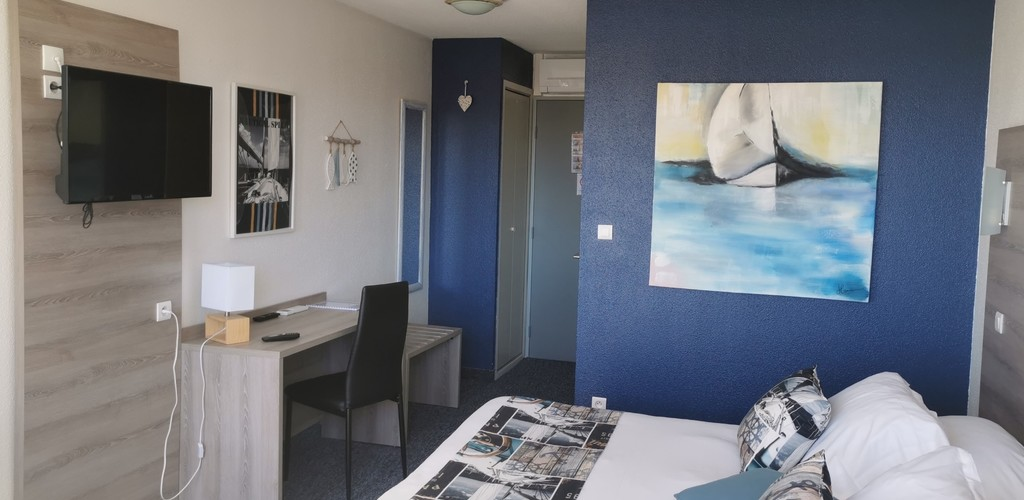 Chambre double king size © Hotel Albizzia Valras