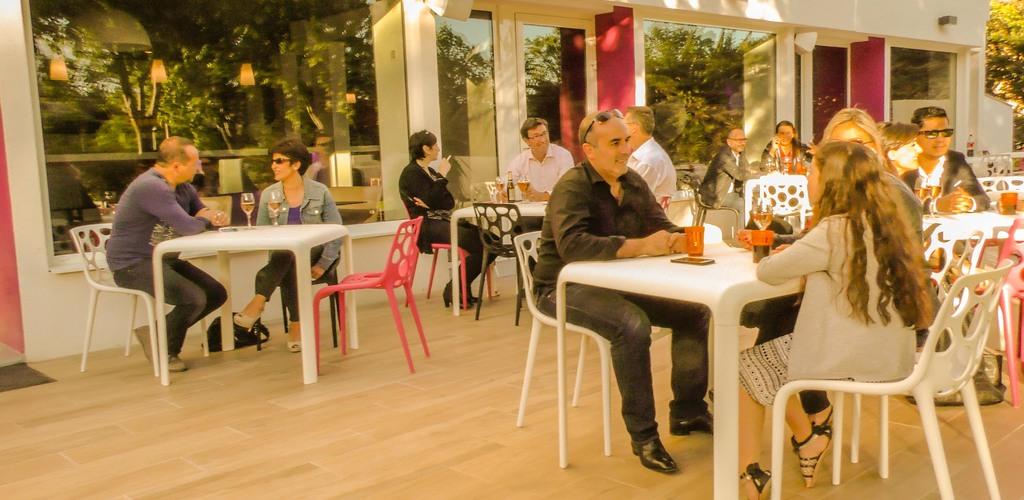 grande-terrasse-apéro-hotel-montpellier-hotelio HOTELIO