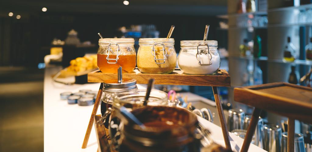 Fabuleux petit déjeuner buffet au Golden Tulip - face à la terrasse Stéphane Bucco