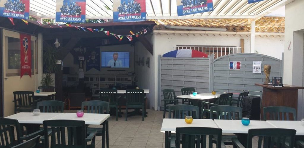 Camping Les Roches d'Agde*** à Agde - Terrasse du snack-bar 2020-Camping Les Roches d'Agde