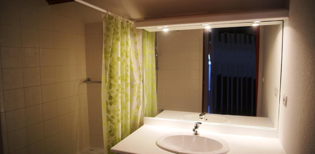 Salle de bain à l'étage ADS Vacances