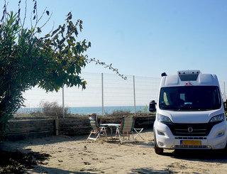 aire-de-camping-car-en-bord-de-mer-a-vias-plage-ouverte-pendant-hors-saison Cp FARRET
