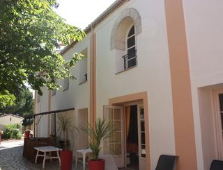 HOTELCLOSDELAUBEROUGE_Facade mas intérieure AUBE ROUGE