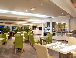 FR476BREAKFAST1 Salle restaurant