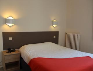 Chambre 5 Hôtel des thermes - chambre 5