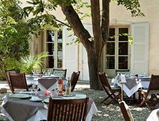 chateau de siran - terrasse du restaurant gastronomique ©chateau de siran