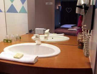 mas de baumes salle de bain logis herault - bruno garcia