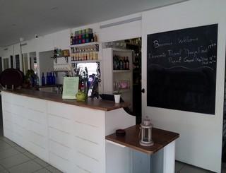 c vue du bar de l'hôtel réduit hotel et restaurant du port