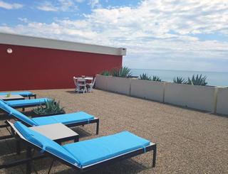 Hôtel Le Bellevue ** au Cap d'Agde - Solarium avec vue mer 2019-Hôtel Le Bellevue-OT Cap d'Agde Méditerranée