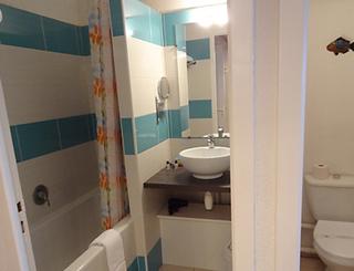 Hôtel Le Bellevue ** au Cap d'Agde - Salle de bains 2019-Hôtel Le Bellevue-OT Cap d'Agde Méditerranée