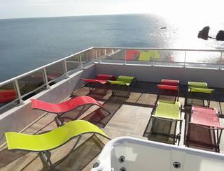 Hôtel La Grande Conque*** au Cap d'Agde - Solarium vue sur mer 2019-Hôtel La Grande Conque-OT Cap d'Agde Méditerranée
