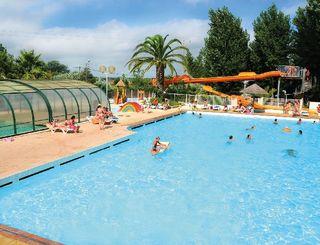Camping le clos virgile serignan for Piscine 12eme