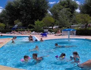 Les foulegues campsite vendres for Cash piscine herault