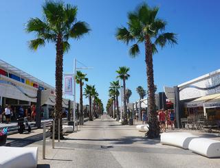 vias-plage-rue commerçante Club Farret