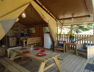 camping-domaine-le-vernis-hebergement-lodge-nature-minervois le page mireille