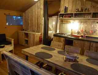 camping-domaine-le-vernis-minervois-herault-languedoc-lodge-safari-woody le page mireille