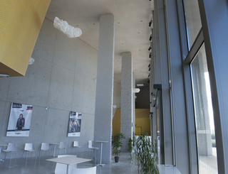 Agora le cres salle de spectacle LOI ©Sophie-BELLONI-VITOU