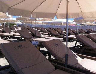 Bianca Beach, plage Richelieu au Cap d'Agde - Transats