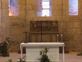 eglise St Jacques- autel et chevet romans-Karine Gregoire Karine Gregoire