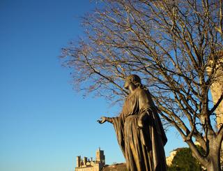 Eglise St Jacques-jardin-vue sur la cathedrale -Karine Gregoire Karine Grégoire