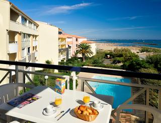 Résidence Savanna Beach - Les Terrasses de Savanna - Petit déjeuner sur la terrasse avec vue sur la plage Savanna Beach - Les Terrasses de Savanna ©Henri Comte