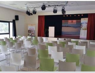 Village-de-Vacances-le-Clos-des-Vignes-a-Montagnac---Salle-de-seminaire-2