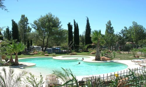 Camping le botanic fabregues for Camping montelimar piscine