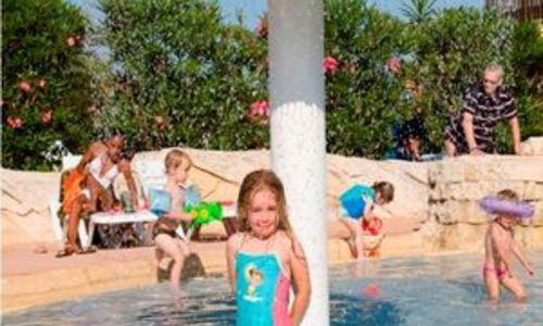 Camping le petit mousse vias for Cash piscine herault