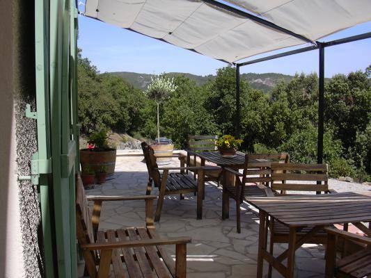 Terrasse couverte et ombragée Gîtes de France