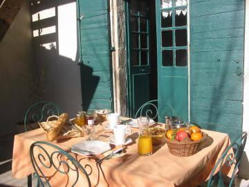 Petit déjeuner poétique sur la terrasse Gîtes de France