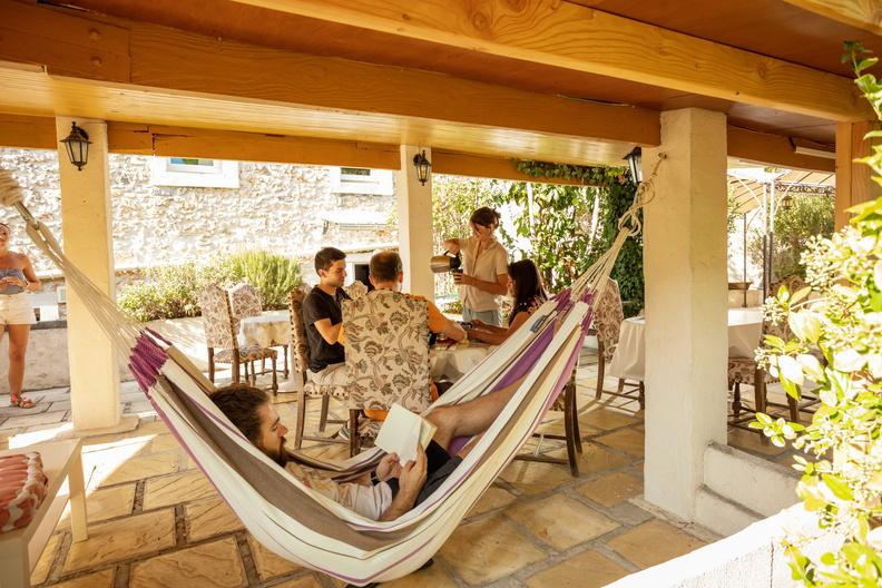 Petit déjeuner en terrasse herve leclair / aspheries.com