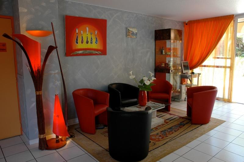 Hôtel Azur-Intérieur petit salon Hôtel Azur-Office de Tourisme Cap d'Agde Méditerranée