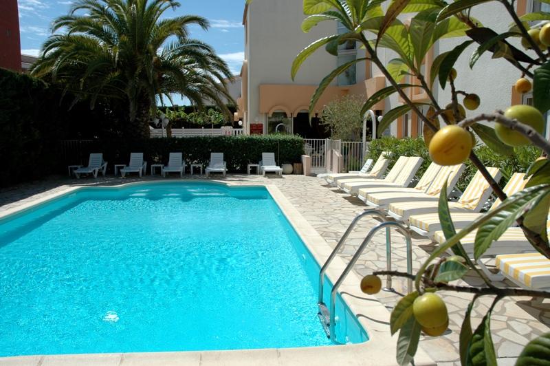 Hôtel Azur-La piscine Hôtel Azur-Office de Tourisme Cap d'Agde Méditerranée
