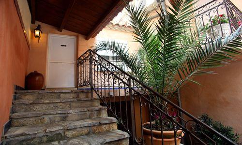 logis herault - hotel de la paix - patio logis herault - bruno garcia