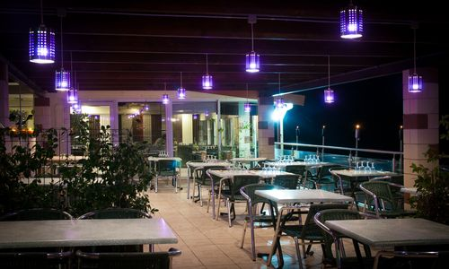logis herault - mon auberge - terrasse nuit 1 logis herault - bruno garcia - mon auberge