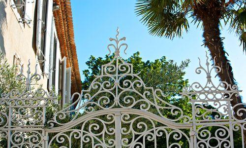 chateau de siran : entrée par la grille du jardin ©chateau de siran