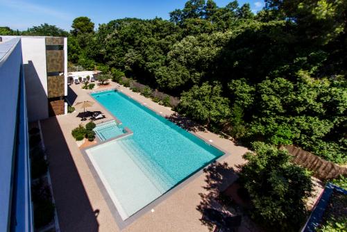 HOT-3-FORMEHOTEL-MAUGUIO CARNON-PISCINE-w500 ©Forme Hôtel