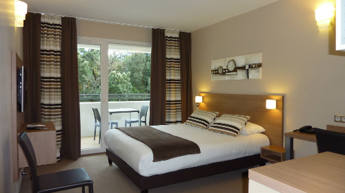HOT-6-FORMEHOTEL-MAUGUIO CARNON-CHAMBRE-w500 ©Forme Hôtel