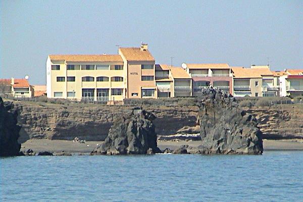 Hôtel la Grande Conque***- Le Cap d'Agde -falaises les rochers des 2 frères avec l'hôtel 2019-Hôtel La Grande Conque-