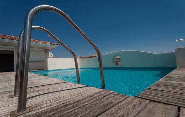 Hôtel Grand Cap** à Agde - Piscine sur terrasse panoramique Hôtel Grand Cap