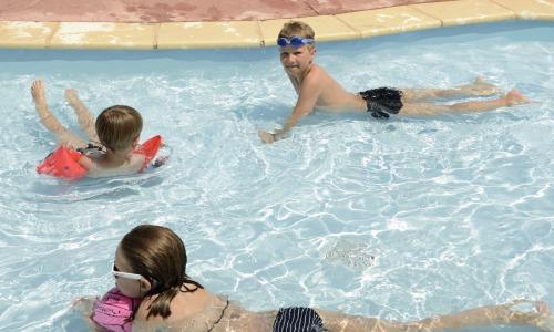 piscine.Enfants - 500x300 © Domaine de Gajan