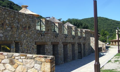 HPALAR0340000666 - Camping les Vals_vue_exterieure_salle_polyvalente © camping_les_vals