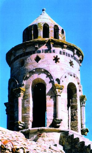 Château Abbaye de Cassan Lanterne Château Abbaye de Cassan