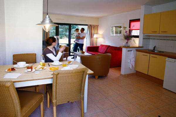 Résidence Saint-Loup - Petit déjeuner dans l'espace cuisine Résidence Saint-Loup